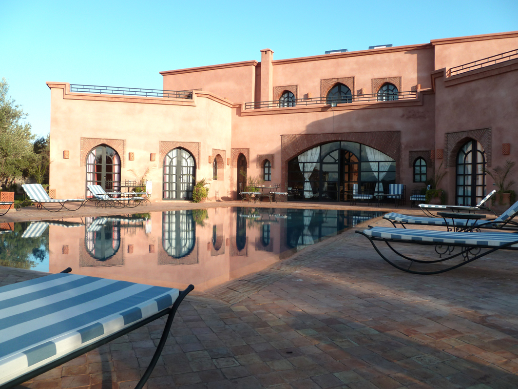 S jour en villa avec piscine priv e en groupe pr s de for Construction piscine marrakech